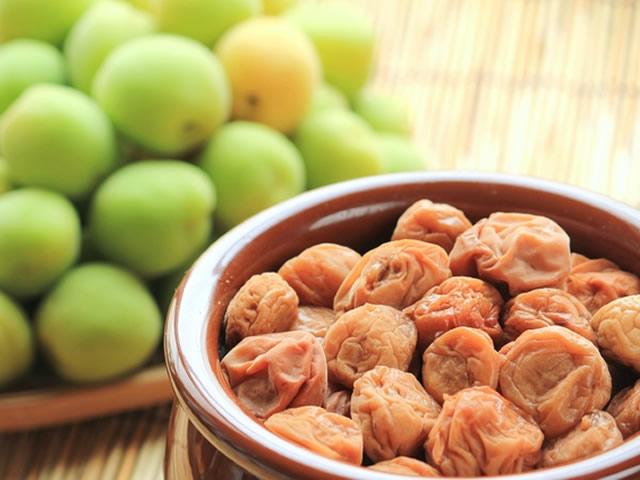 食べると嬉しい効果。伝統的健康食品・梅干し