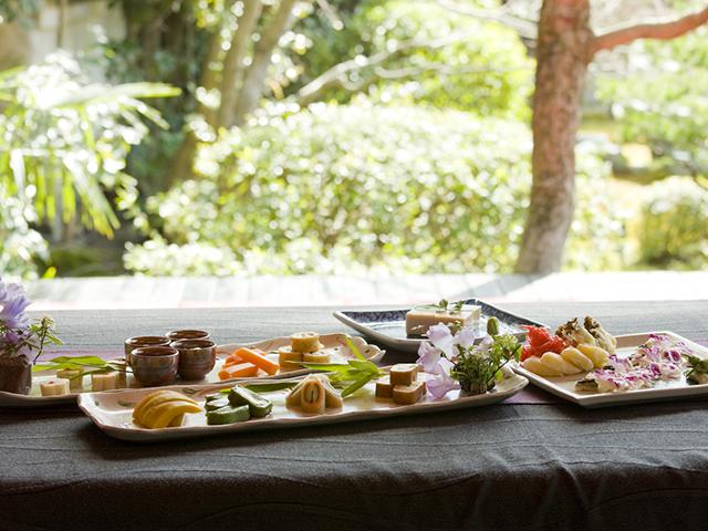 五色に彩られた華やかな京懐石普茶料理に舌鼓