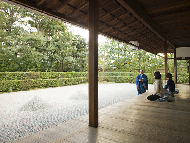 自分の中の仏様と対峙する座禅体験
