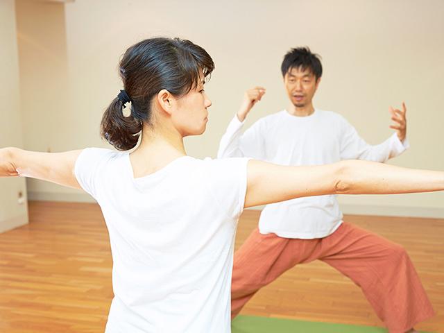 心に効くヨーガで、心身のバランスを整えよう