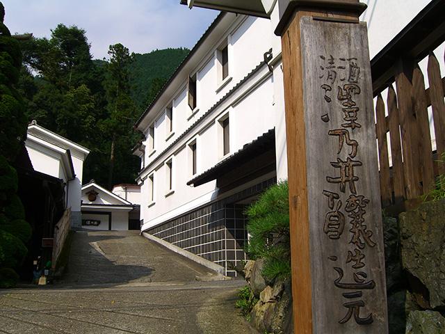 清流が育む旨い日本酒。奥多摩・澤乃井で酒蔵見学を楽しむ