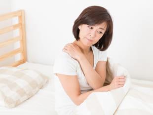 痛みと睡眠の不思議な連鎖。睡眠不足は肩こり・腰痛に悪影響