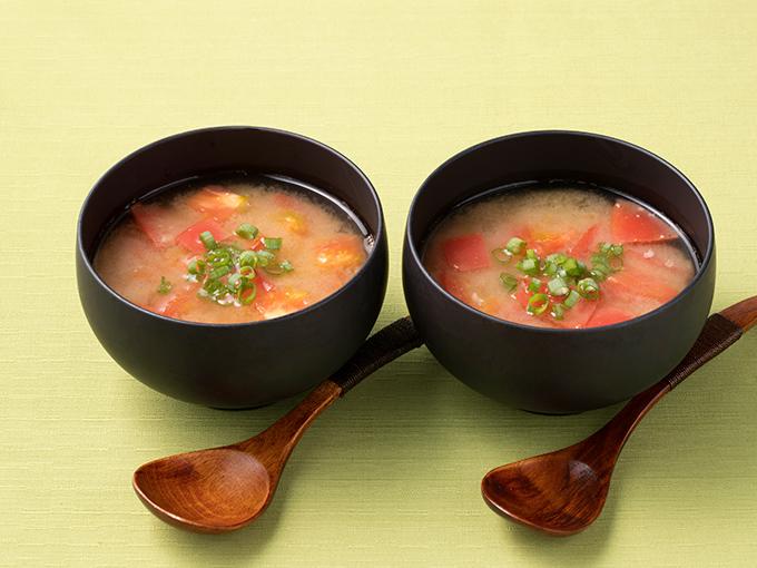 トマトとトロロの味噌汁