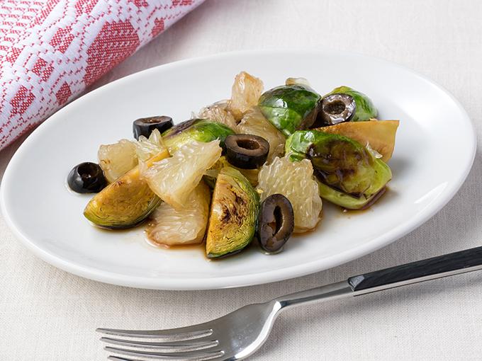 芽キャベツとグレープフルーツのオリーブサラダ