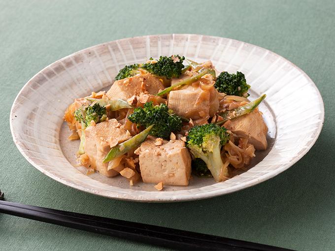 豆腐とブロッコリーの生姜ソース炒め
